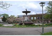 Lund, skwerek z fontanną.