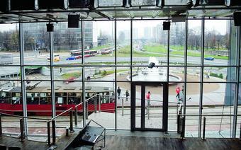 Widok z galerii Rondo Sztuki na Rondzie Ziętka. Pod ziemią przebiega autostrada łącząca Katowice z S